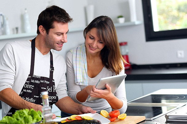 Unique-couple-in-the-kitchen-using-tablet-for-Inspiration-Cooking