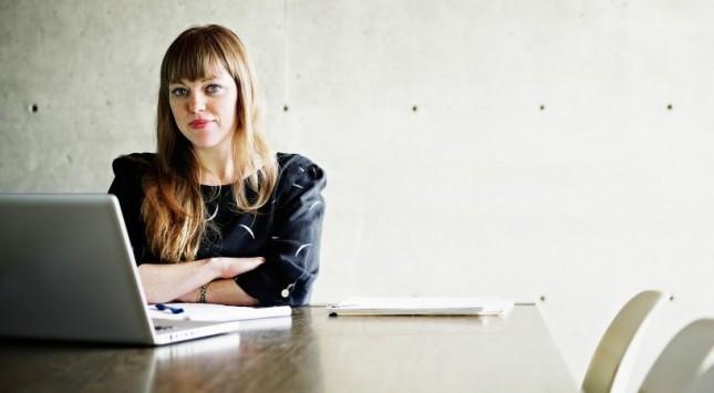 Kadınlar İş Hayatında Nasıl Giyinmeli?